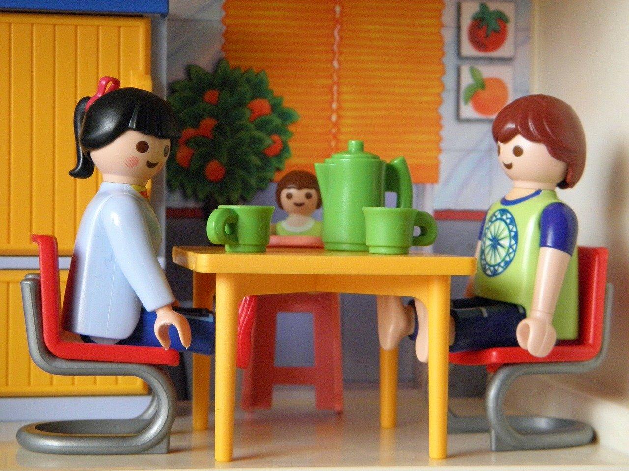 Familia de Playmovil desayuna